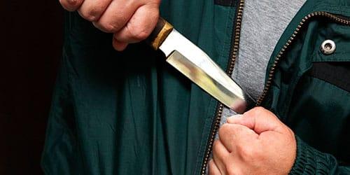 убить врага ножом