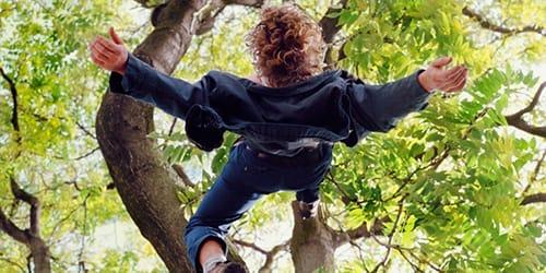 упасть с дерева во сне