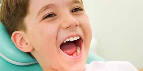 белые зубки у ребенка
