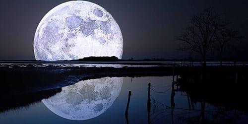 огромная луна