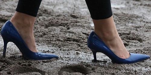 ходить по грязи