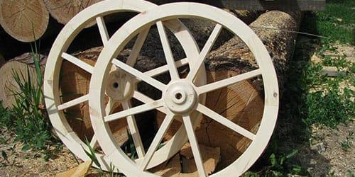 деревянное колесо от телеги