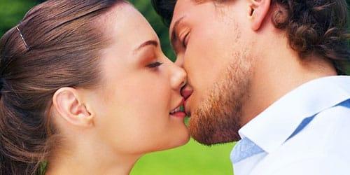 поцелуй с другом в губы