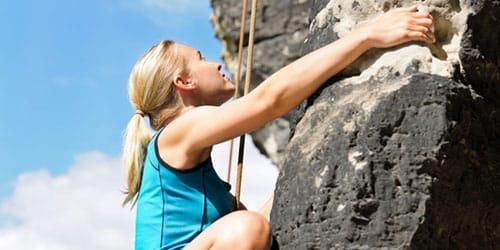 подниматься по скале