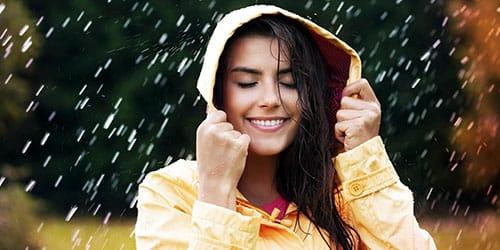 попасть под дождь во сне