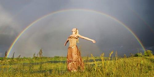 попасть под дождь и увидеть радугу