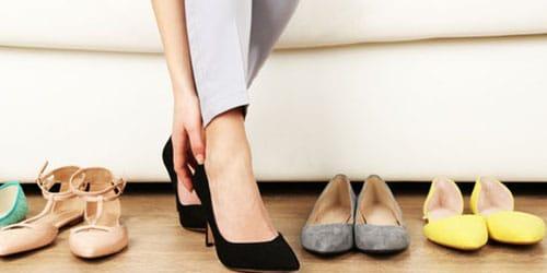 примерять туфли