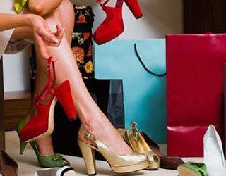 Примерять обувь