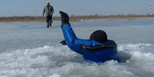 провалиться под лед во сне