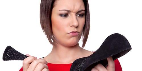 сломанный каблук на туфле