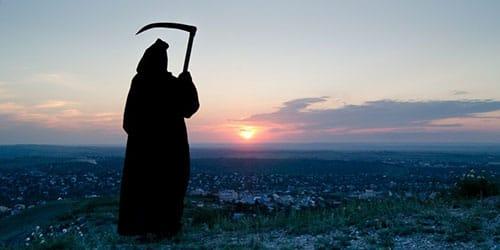 смерть с косой в черном плаще