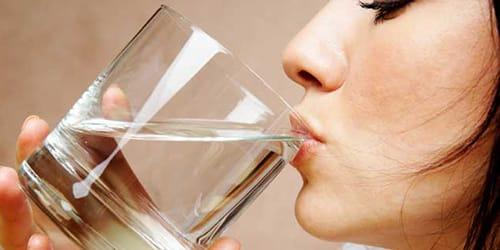пить воду из крана