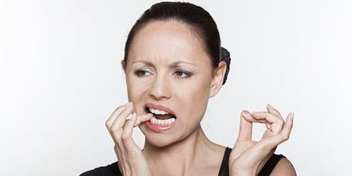 выпал гнилой зуб с болью