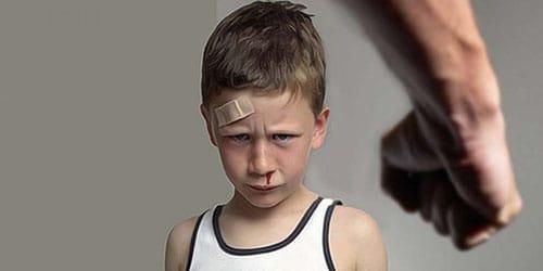 бить ребенка по лицу