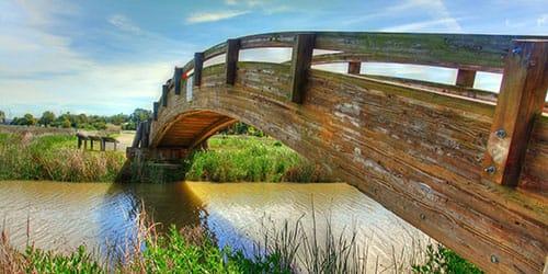 длинный деревянный мост