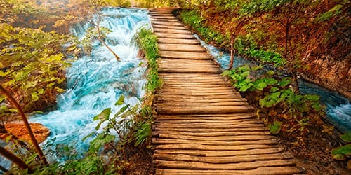 старый деревянный мост