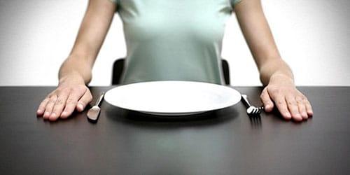 испытывать чувство голода