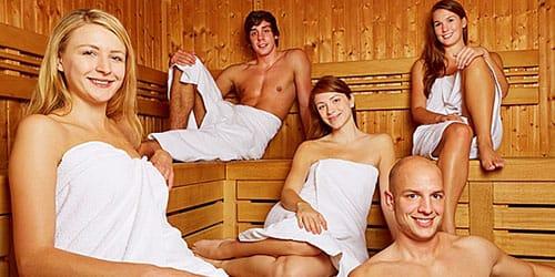 мыться в бане с друзьями во сне