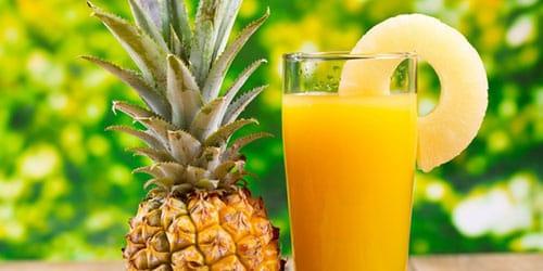 пить ананасовый сок