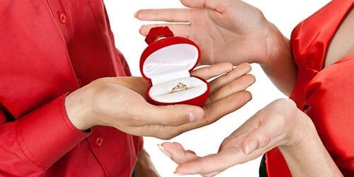 подарили обручальное кольцо