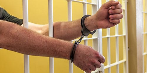 сажают в тюрьму во сне