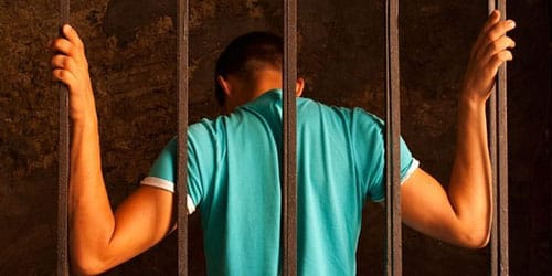 мужа сажают в тюрьму