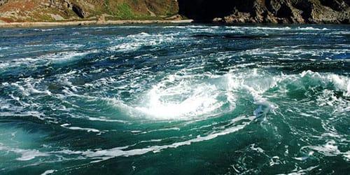 водоворот на море