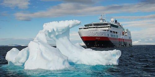 наткнуться на айсберг