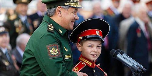 ребенок в форме генерала