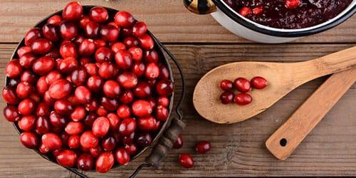 перебирать ягоды