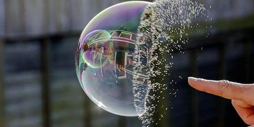 лопать мыльные пузыри