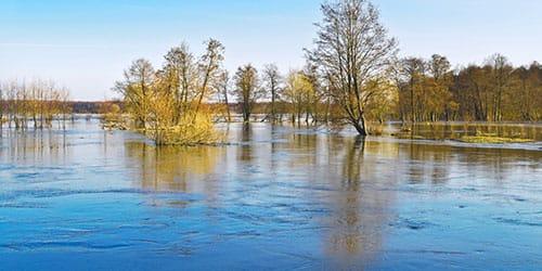 разлив на реке