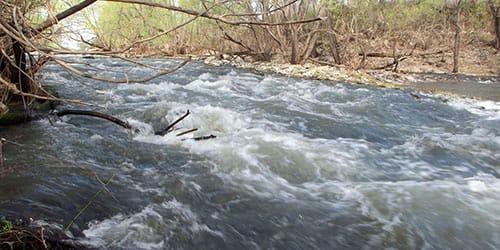 огромные потоки воды