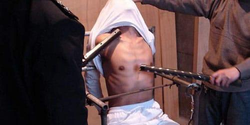 Сексуальные пытки мужчин