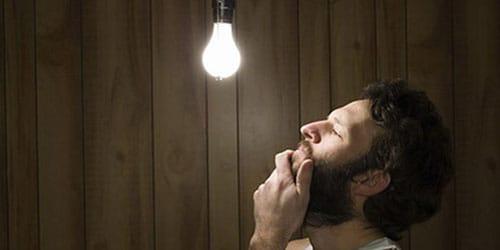включать свет в комнате