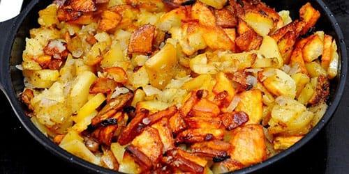 жарить картошку на сковороде