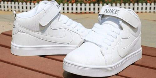 обувать белые кроссовки