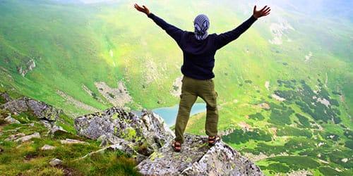 достичь вершины горы