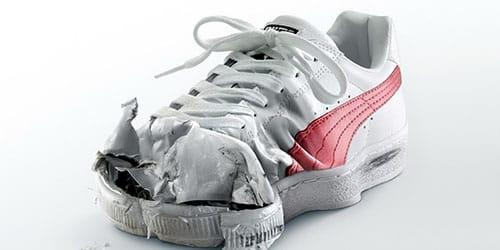 ношенные кроссовки