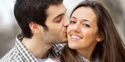 целовать одногруппницу