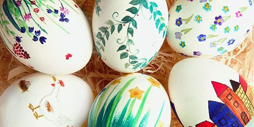 красить яйца