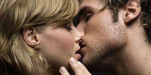 покойник целует в губы во сне