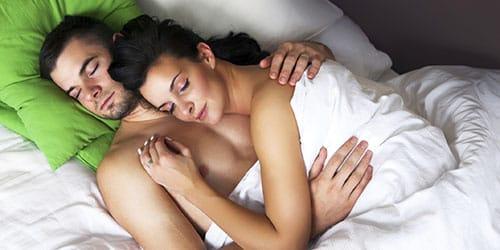 спать в одной постели с умершим мужем