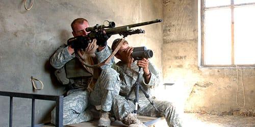 прятаться на войне в укрытие