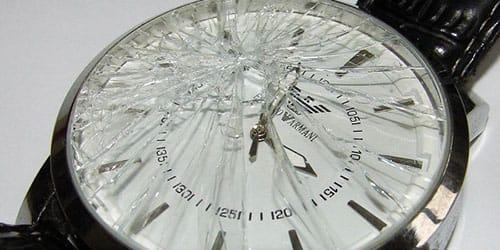 разбить дорогие наручные часы
