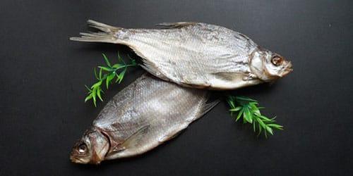 кушать сухую рыбку