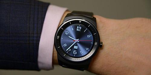 видеть часы у себя на руке