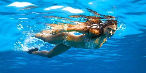 плавать в чистом море