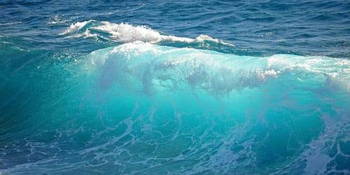волны в море