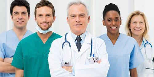 врач в белом халате